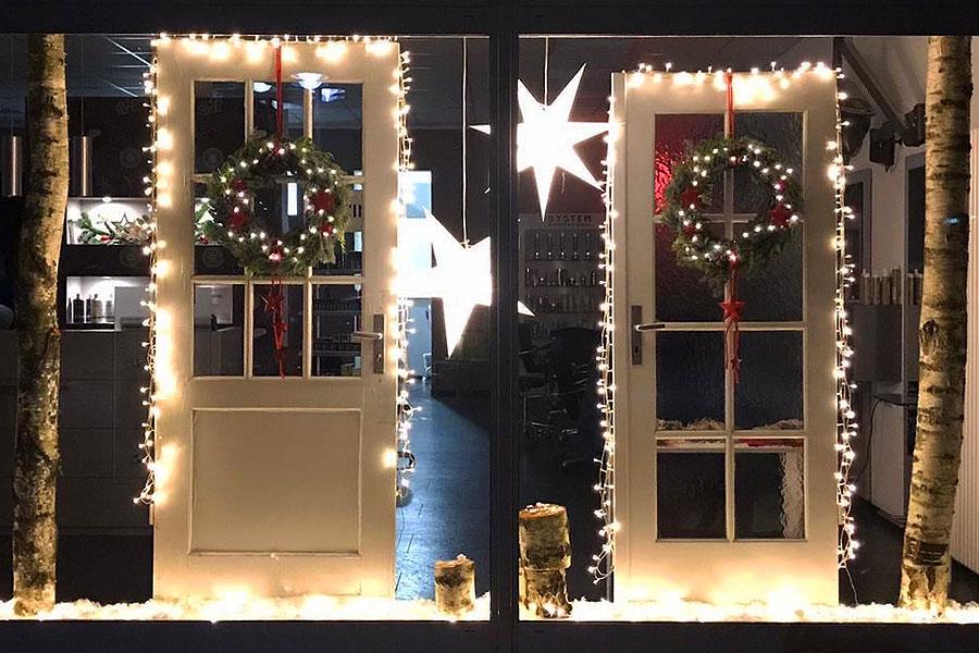 Weihnachstdekoration 2019 im Schaufenster von Frisör Käuper